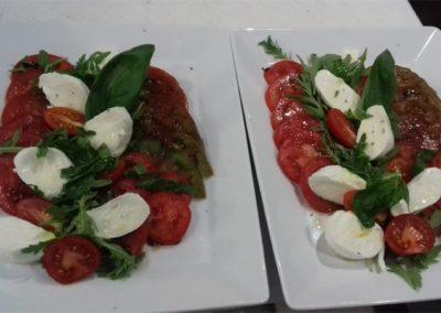 Plat semi-gastronomique à la tomate - La Forge Gourmande à Beaulieu, restaurant, pizzeria, traiteur, service traiteur, traiteur pour particulier, traiteur pour professionnel, événement, animation