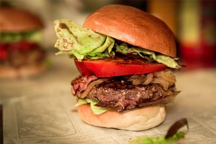Burger maison - La Forge Gourmande à Beaulieu, restaurant, pizzeria, traiteur, service traiteur, traiteur pour particulier, traiteur pour professionnel, événement, animation