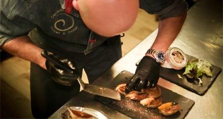 Préparation magret - La Forge Gourmande à Beaulieu, restaurant, pizzeria, traiteur, service traiteur, traiteur pour particulier, traiteur pour professionnel, événement, animation