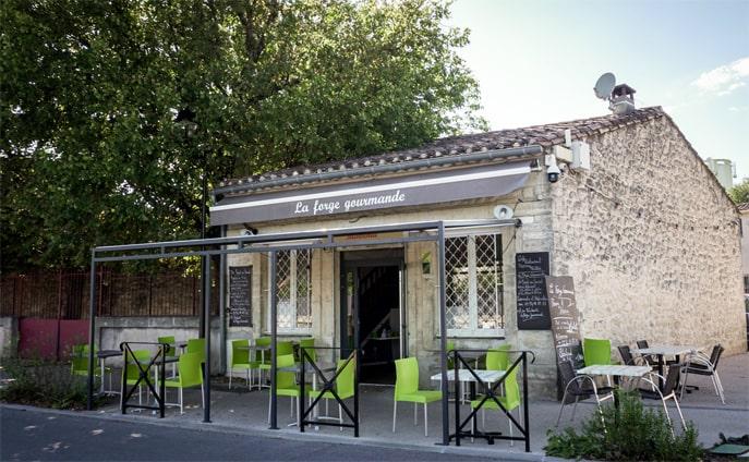Devanture  et terrasse - La Forge Gourmande à Beaulieu, restaurant, pizzeria, traiteur, service traiteur, traiteur pour particulier, traiteur pour professionnel, événement, animation