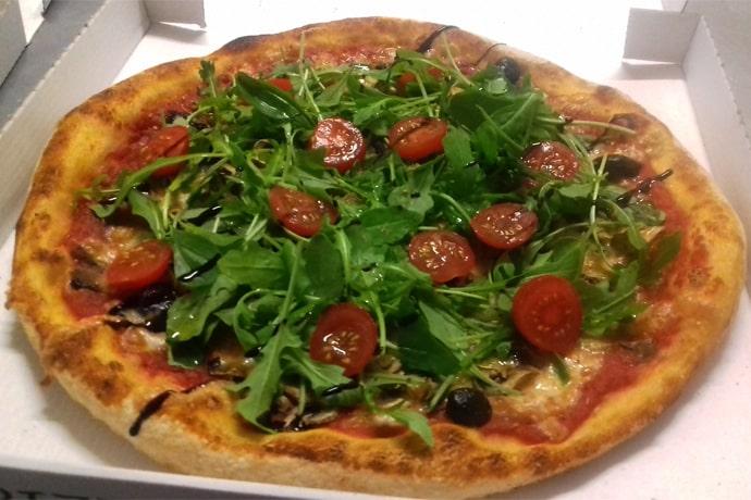Pizza roquette - La Forge Gourmande à Beaulieu, restaurant, pizzeria, traiteur, service traiteur, traiteur pour particulier, traiteur pour professionnel, événement, animation